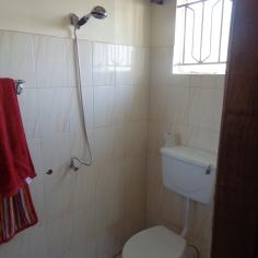 Jedes der drei Zimmer besitzt ein eigenes Bad. Bild: K. Mauch