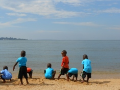 Am Lake Victoria. 2013 - Bild: R. Ziegler