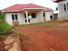 Das Guesthouse befindet sich auf dem Nachbargrundstück. Bild: R.Ziegler (2012)